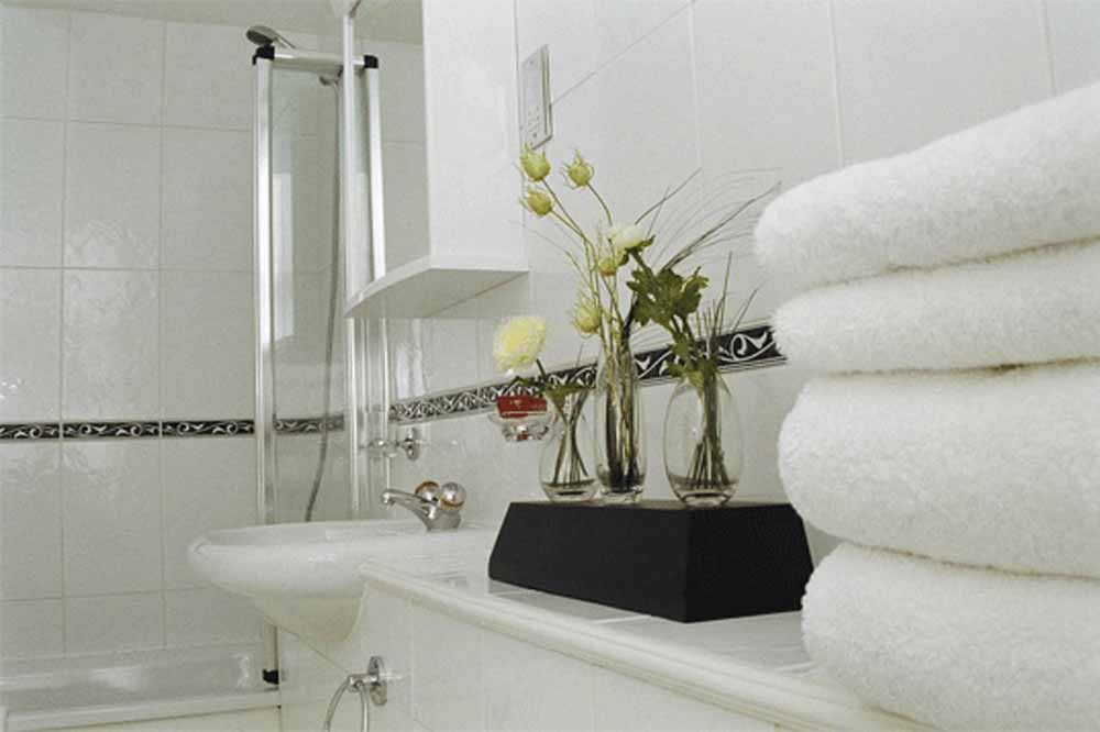 12 Hertford Street Apartments - Bathroom