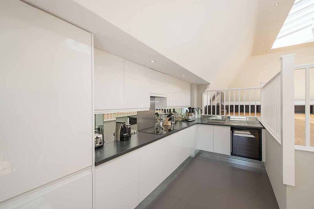 Executive Large One Bedroom Terrace Apartment - Kitchen