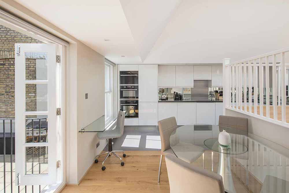 Executive Large One Bedroom Terrace Apartment - Dining Area