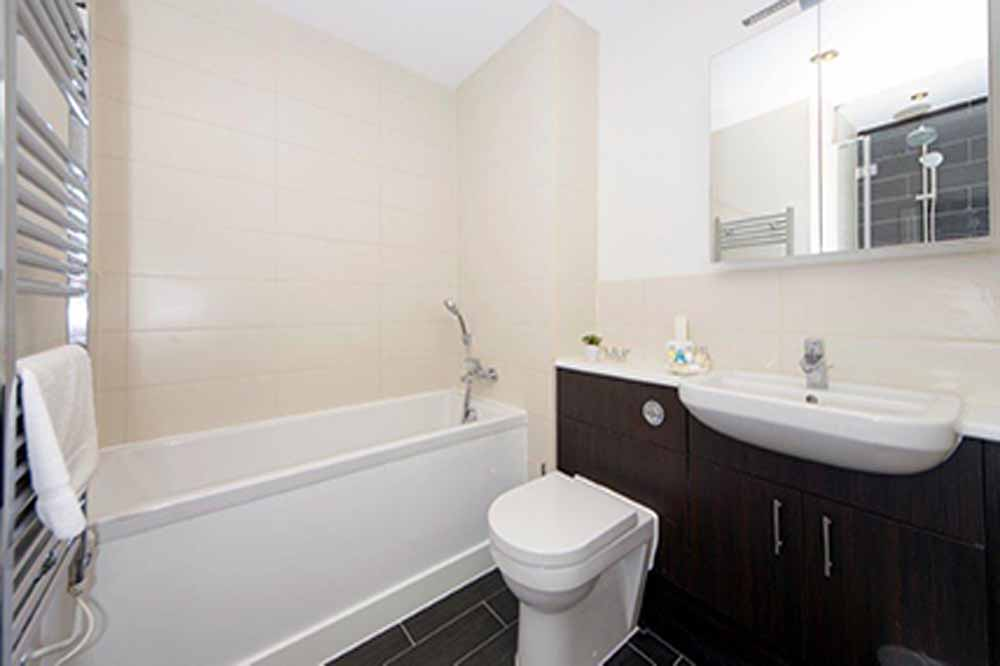 Taylors Place Apartments - Bathroom