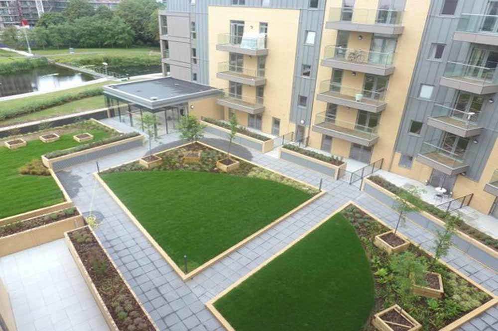 Falcondale Court Apartments - Building Courtyard