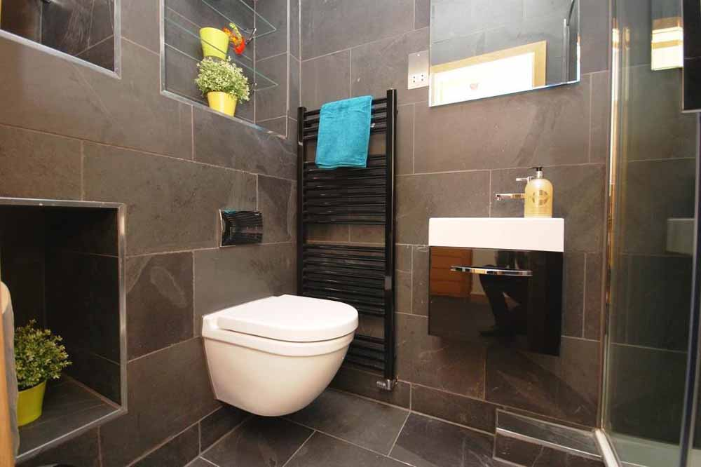 Studio Apartment - Bathroom