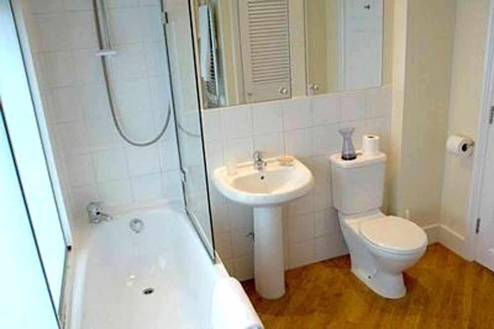 51 Gower Street Apartments - Bathroom
