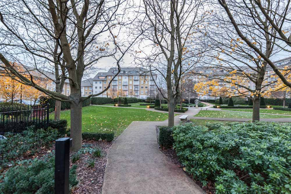 Hurley House Apartments - Footpath