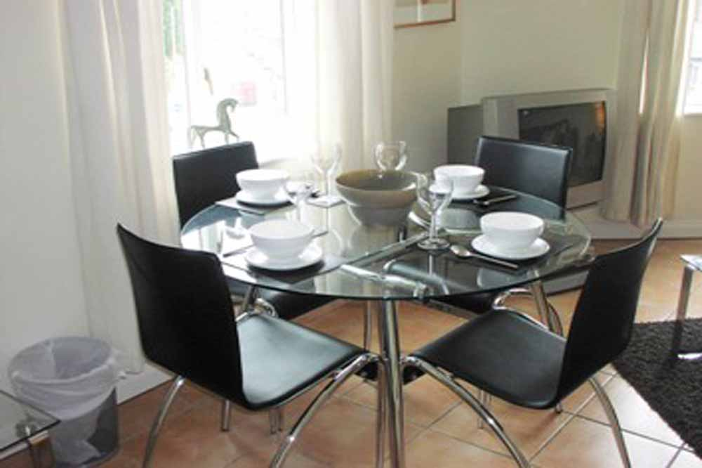 Regents Waterside Apartments - Dining Area