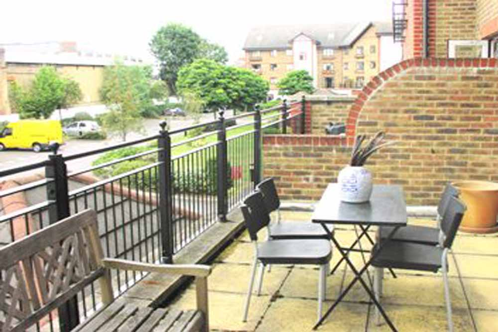Regents Waterside Apartments - Balcony