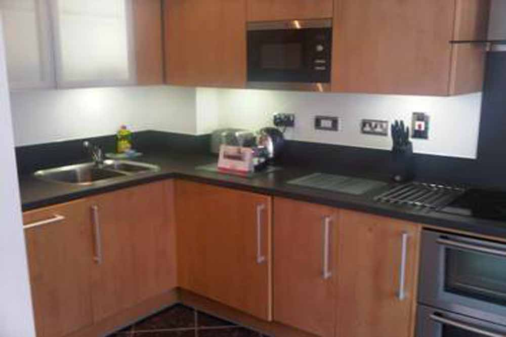 Garland House Apartments - Kitchen