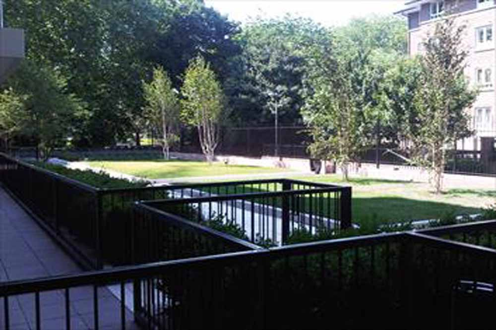 Trafalgar Apartments - Courtyard