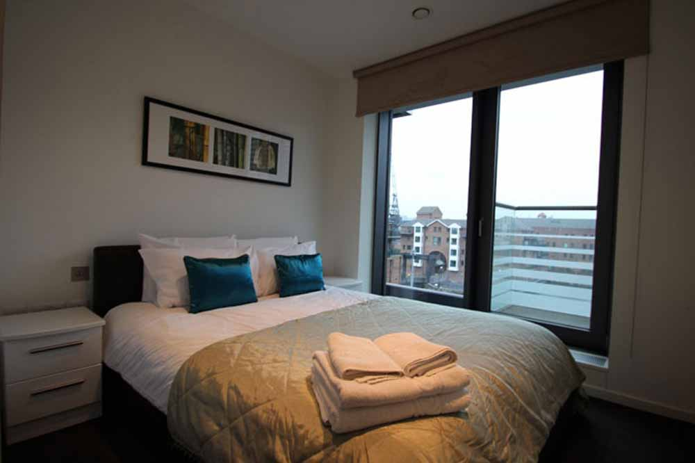 12 Baltimore Wharf Apartments - Bedroom