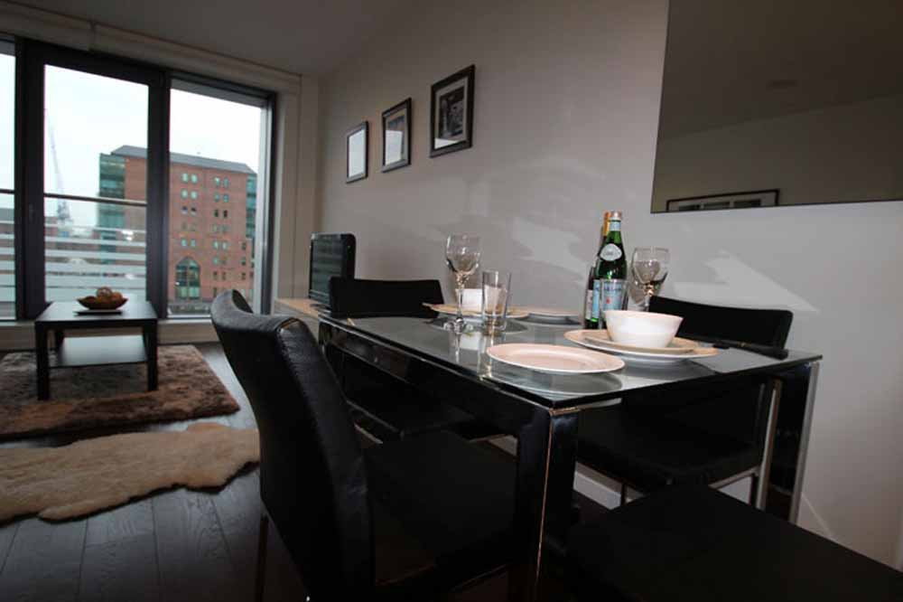 12 Baltimore Wharf Apartments - Dining Area