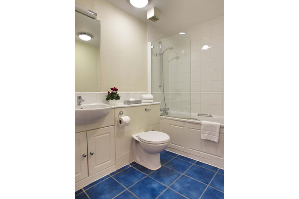 Market View Apartments - Bathroom