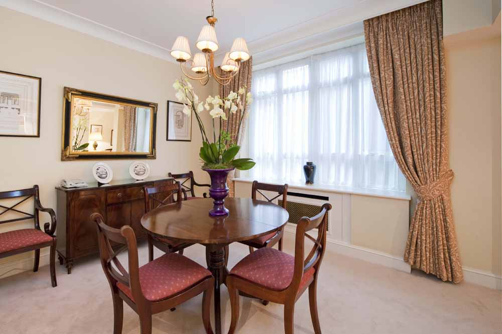 Large One Bedroom Apartment - Dining Area
