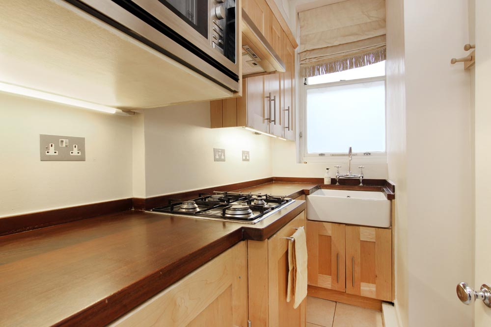 Open-plan One Bedroom Apartment - Kitchen