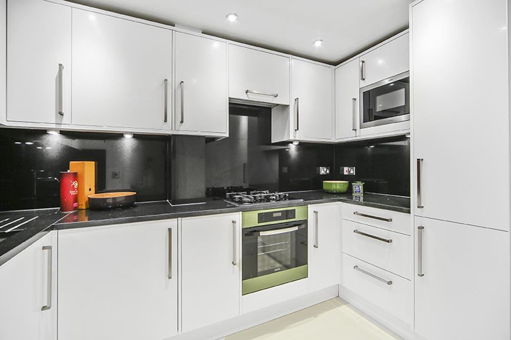 Deluxe Two Bedroom Apartment - Kitchen