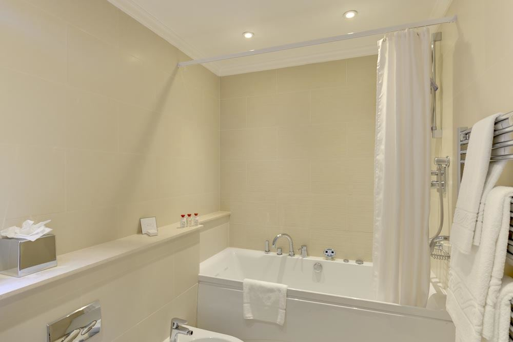 Four Bedroom Penthouse Apartment - Bathroom