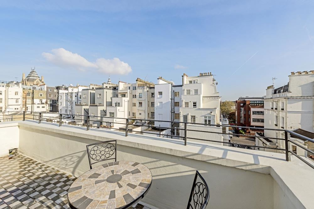 Superior Three Bedroom Apartment - Balcony