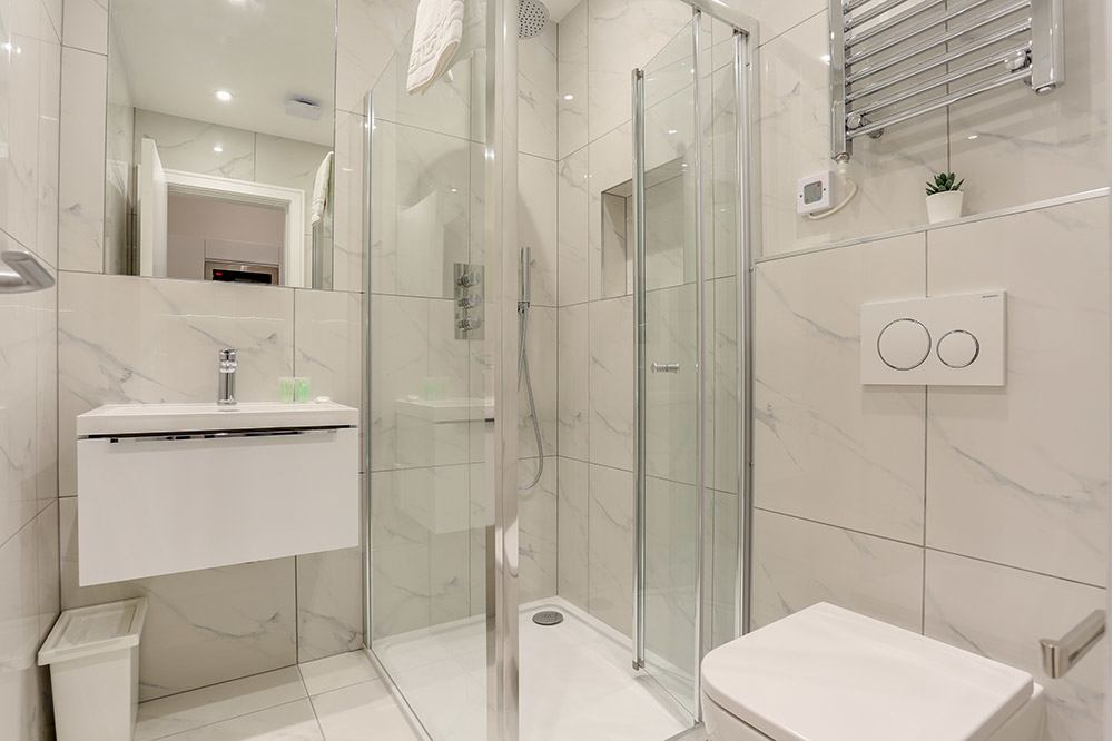 Small Studio Flat 2 Shower