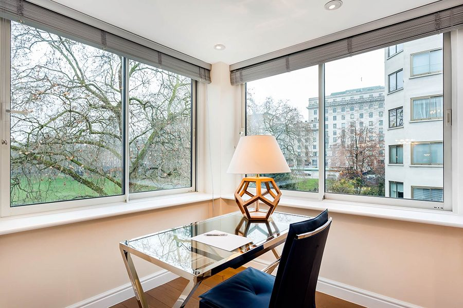 Deluxe Three Bedroom Apartment with Park View